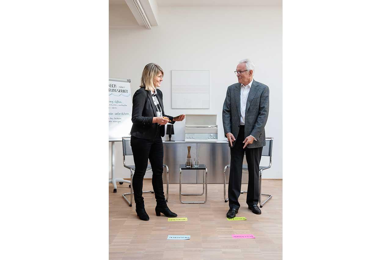 Führungskräfte Coach Jasmin Loeffler im Business Coaching